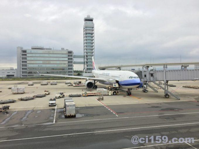 関西空港に駐機中のci159