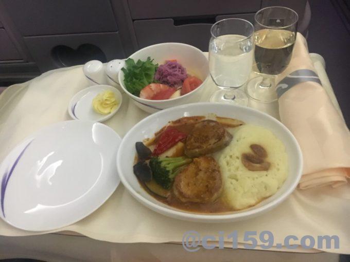 チャイナエアラインのビジネスクラスの機内食