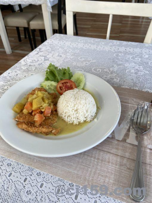 Yellow curry with fried pork