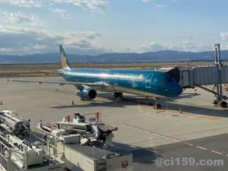 関西空港に駐機中のベトナム航空エアバスA321