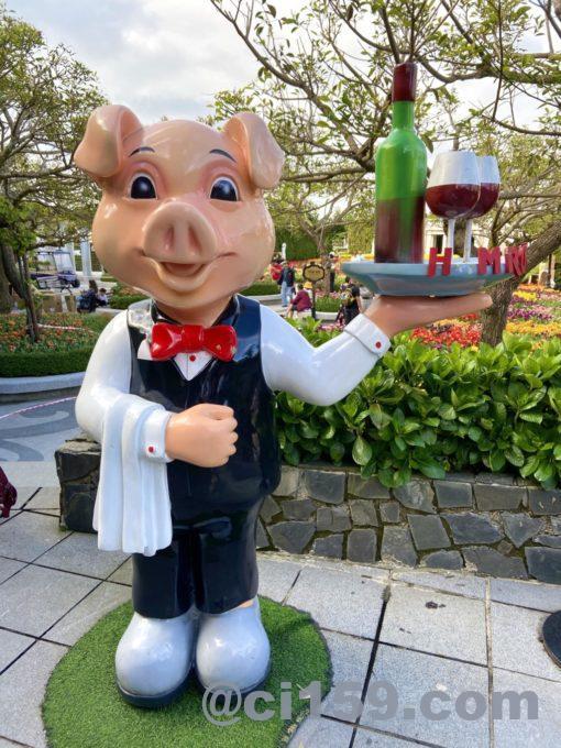 豚のオブジェ