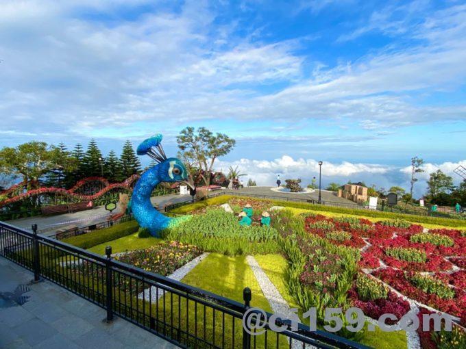 空中庭園とオブジェ
