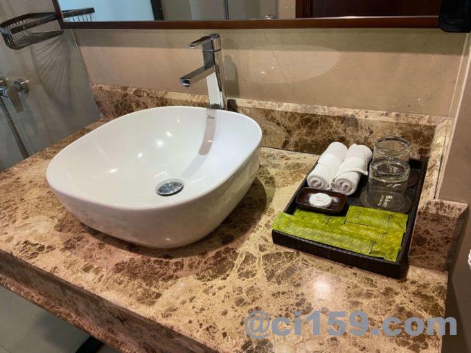 バルコナホテルの洗面台