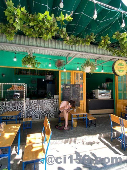 Ùmm Banh Mi & Drinksのイートインスペース