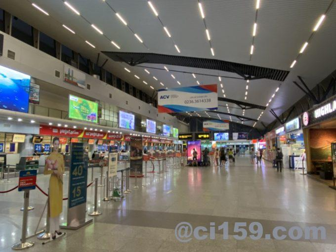 ガラガラのダナン国際空港