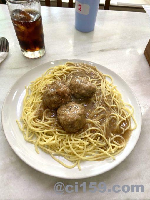 スパゲッティとオニオングレービーソース
