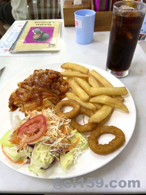 ARBECUED CHICKEN、ONION RINGS、CHIPS、SALAD