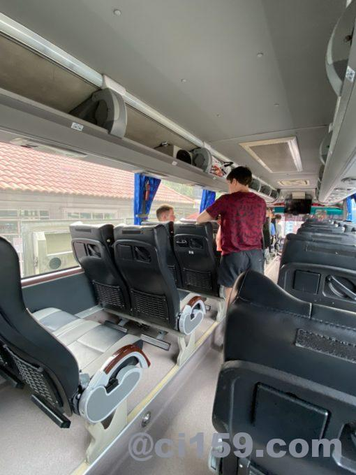 ベルトラベルサービスのバス車内