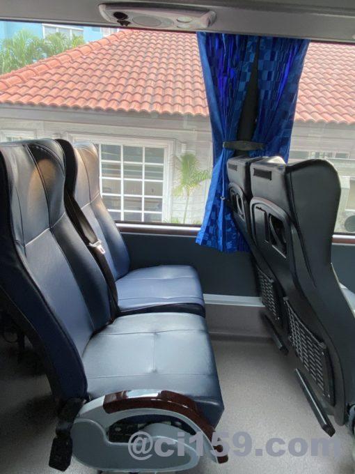 ベルトラベルサービスのバスの座席