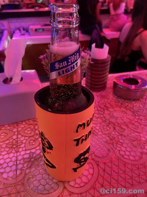 バービアで飲むサンミゲルライト