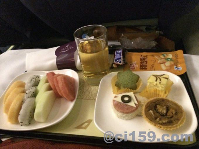 上海航空ビジネスクラスの機内食