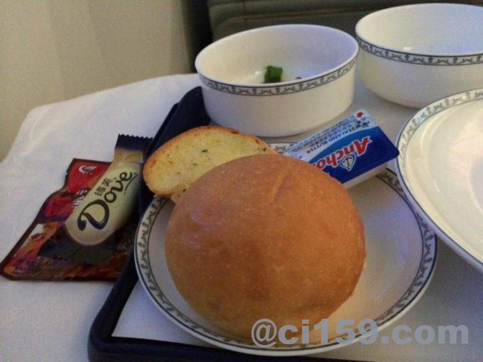 中国南方航空ビジネスクラスの機内食のパン