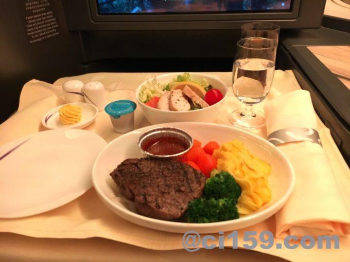 チャイナエアラインビジネスクラスの機内食メイン