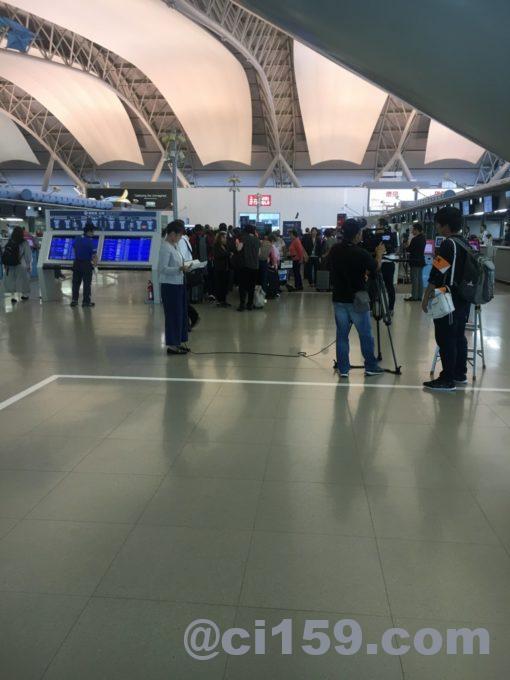 封鎖解除後の関西国際空港出発フロア