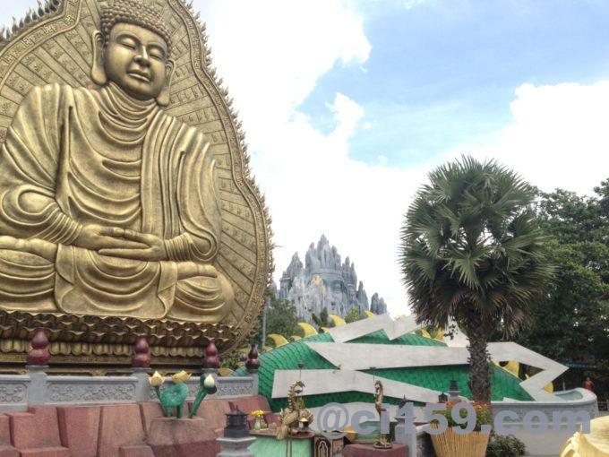 スイティエン公園の仏像