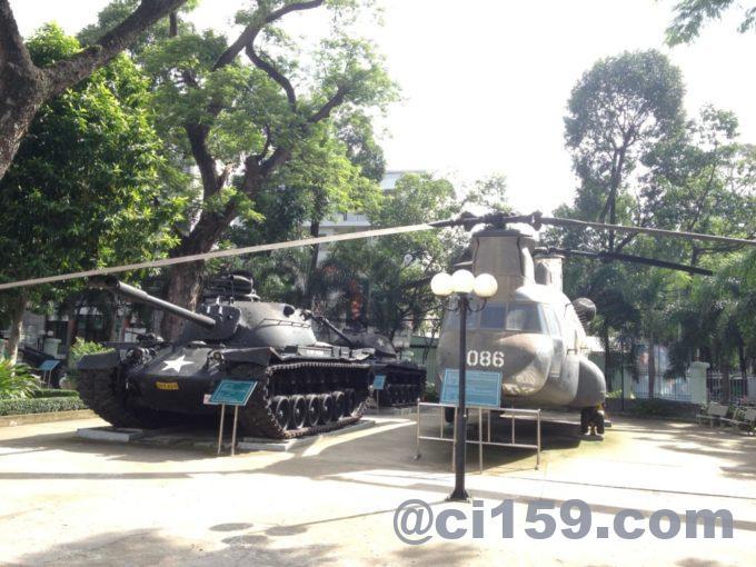 戦車とアパッチ