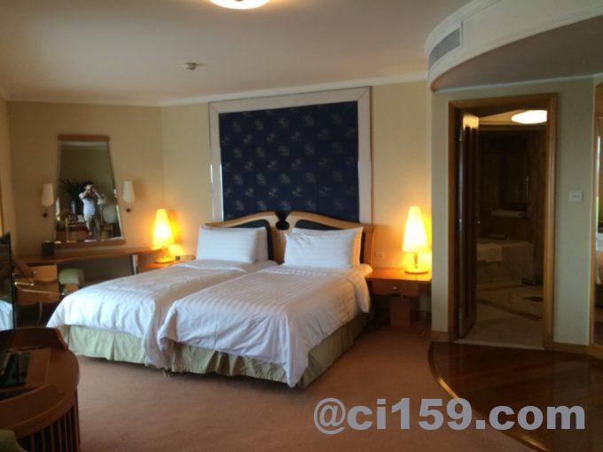 シャングリラホテルのベッドルーム