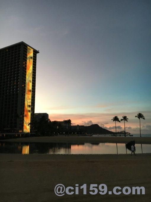 ヒルトンホテルと朝焼け