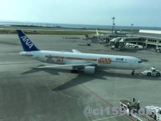 沖縄空港に駐機中のANA機材