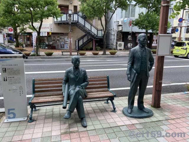 大通りにある銅像