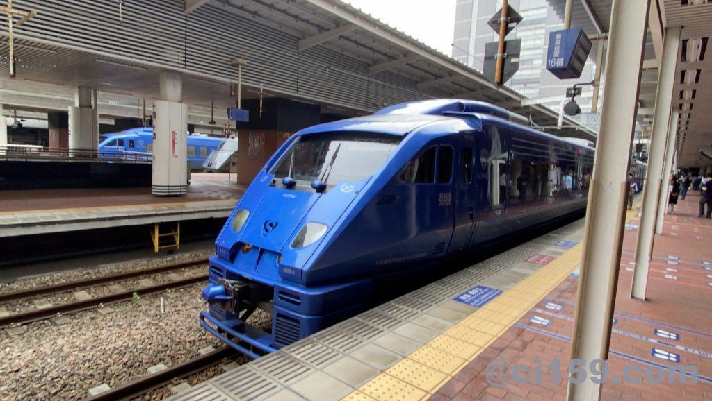 博多駅に停車中の特急ソニック号