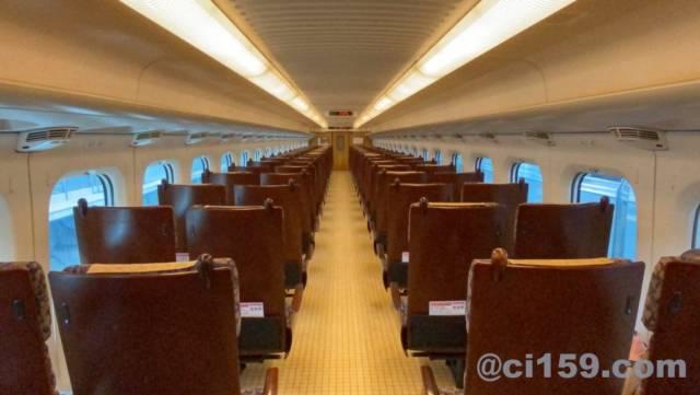 九州新幹線の800系車内