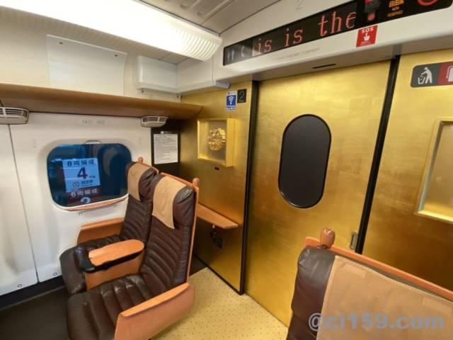 九州新幹線800系の車内