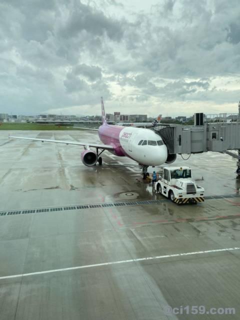 福岡空港に駐機中のMM154