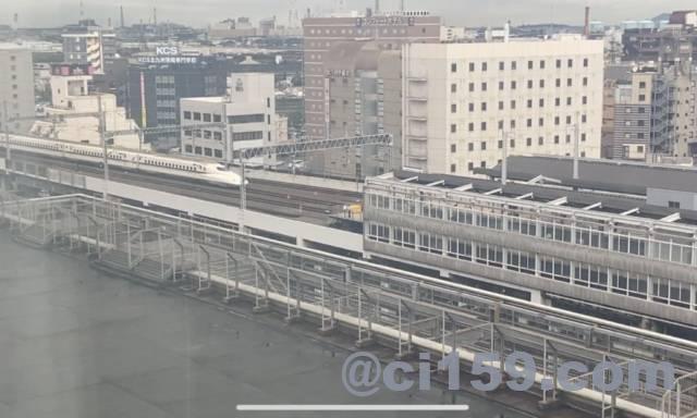 小倉駅に入線する新幹線