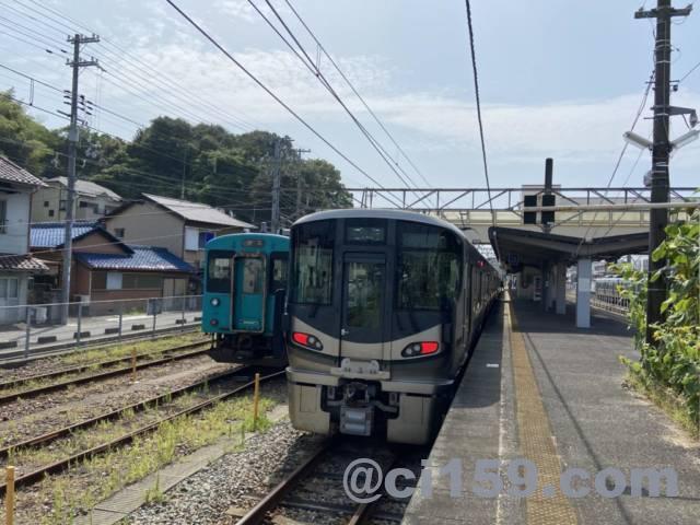 紀伊田辺駅に停車中の227系と105系