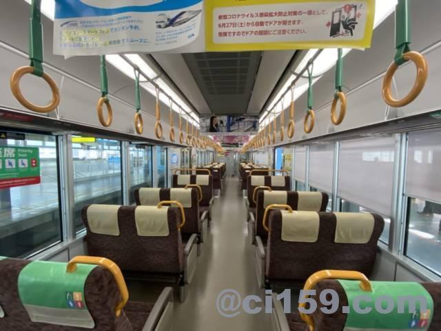 北陸本線521系の車内
