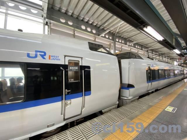福井駅に停車中の特急サンダーバード