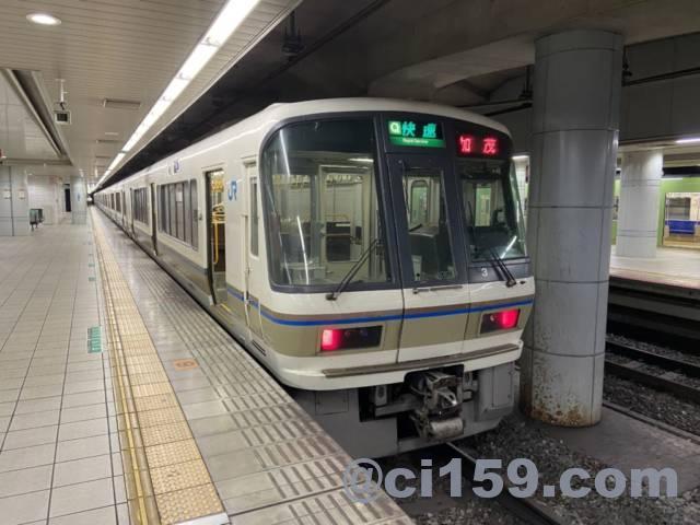JR難波駅に停車中の大和路快速221系
