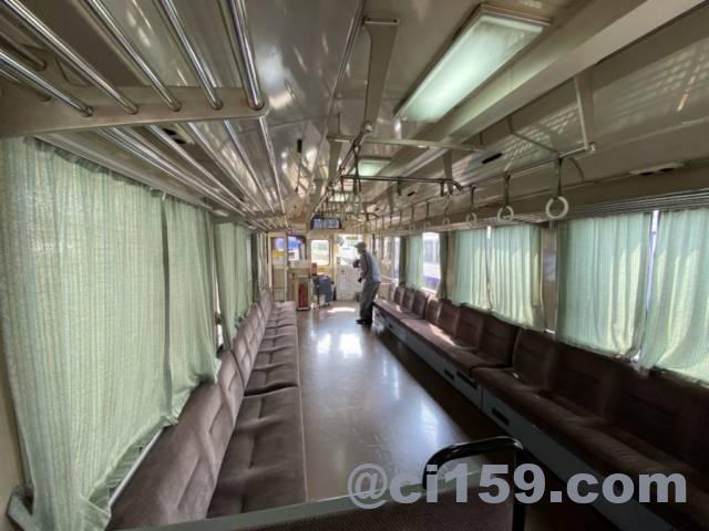 JR西日本キハ120形の車内