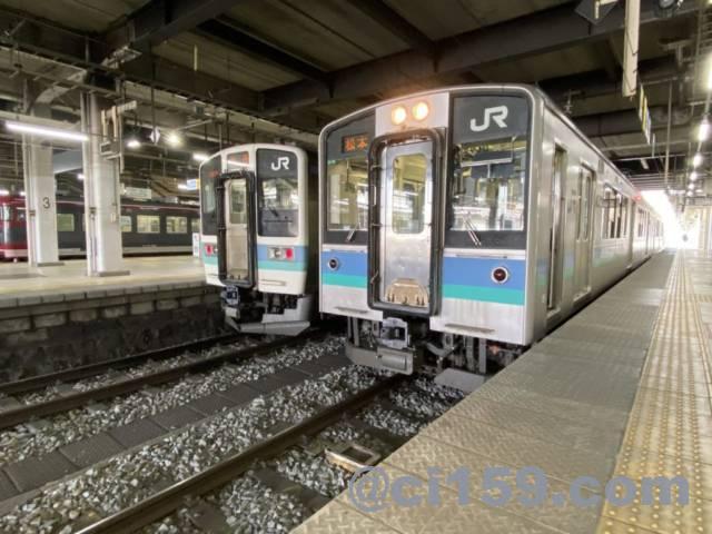 長野駅に停車中の211系とE127系