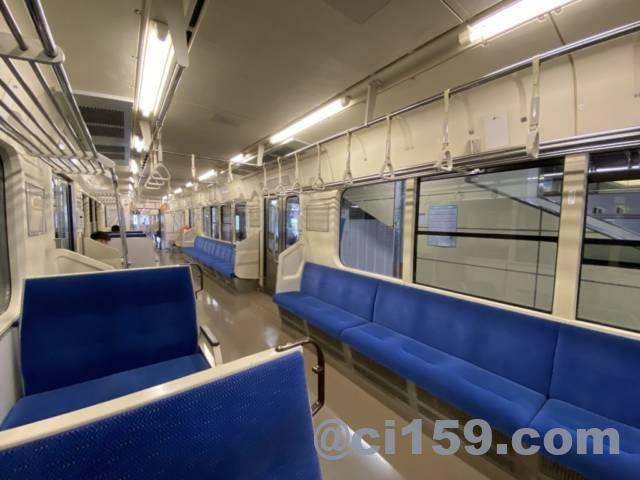 篠ノ井線E127系の車内