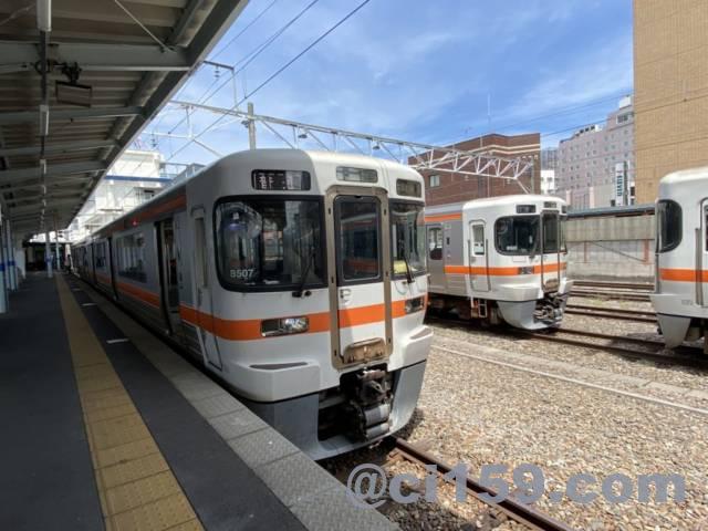 松本駅に停車中の中津川行き313系
