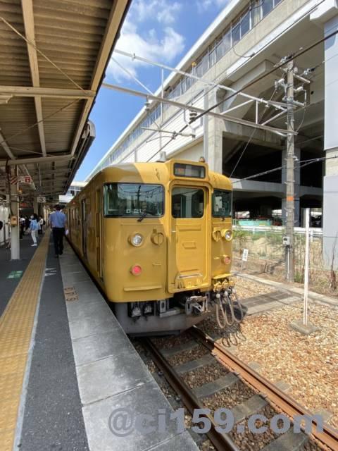 相生駅に停車中の山陽本線115系