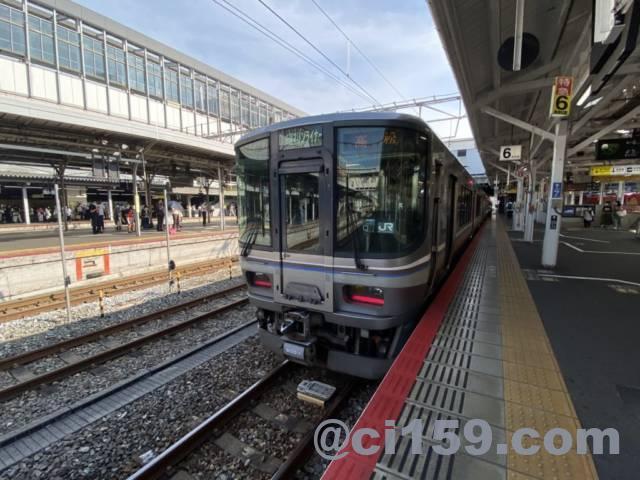 岡山駅に停車中の快速マリンライナー