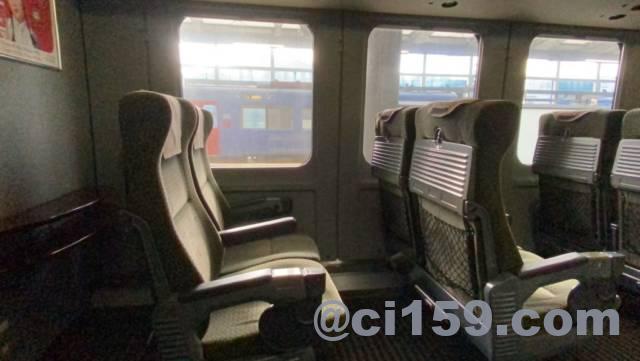 787系特急黒いかもめ号の座席