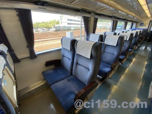 特急剣山キハ185系の座席