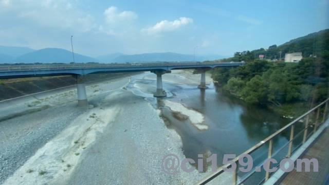 特急剣山の車窓から見る吉野川