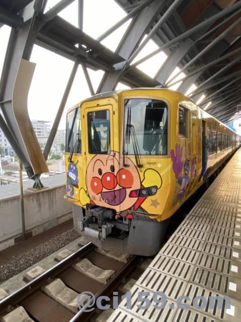 2700系アンパンマン列車の特急南風