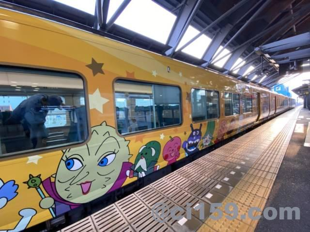 2700系アンパンマン列車の車体