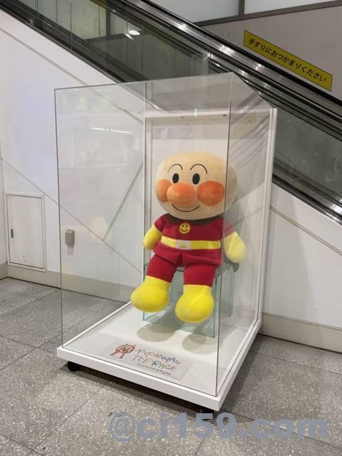 高知駅に展示されているアンパンマン人形
