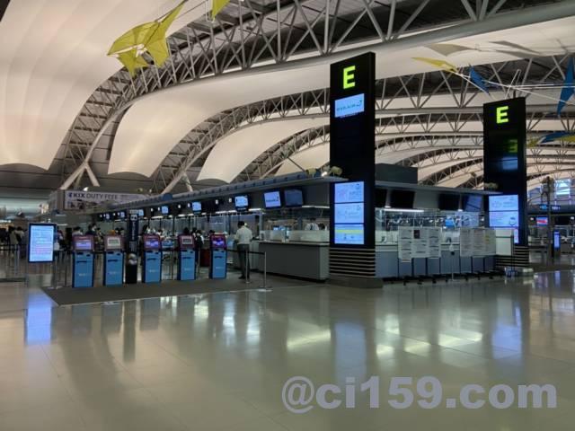 関西空港国際線チェックインカウンターE
