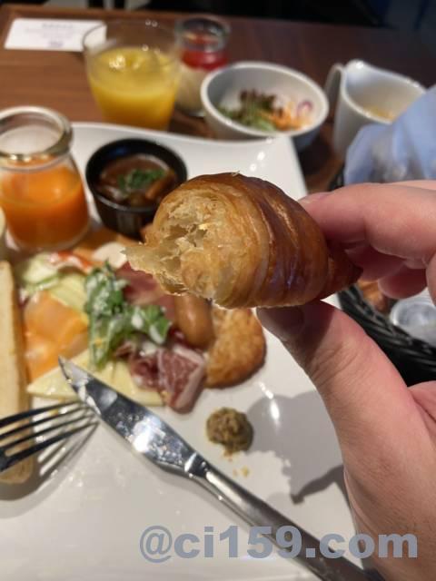 ホテルトラッド博多の朝食クロワッサン