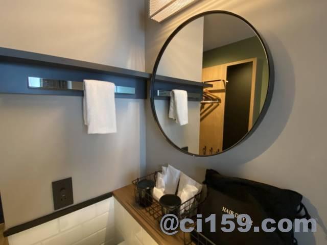 センチュリオンホテルcenの客室内の鏡