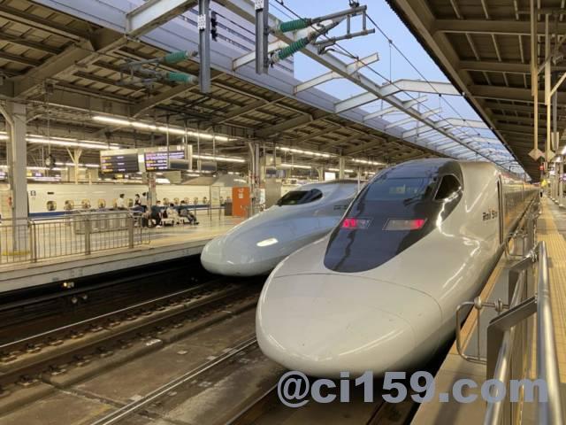 新大阪駅に停車中のレールスターこだま号