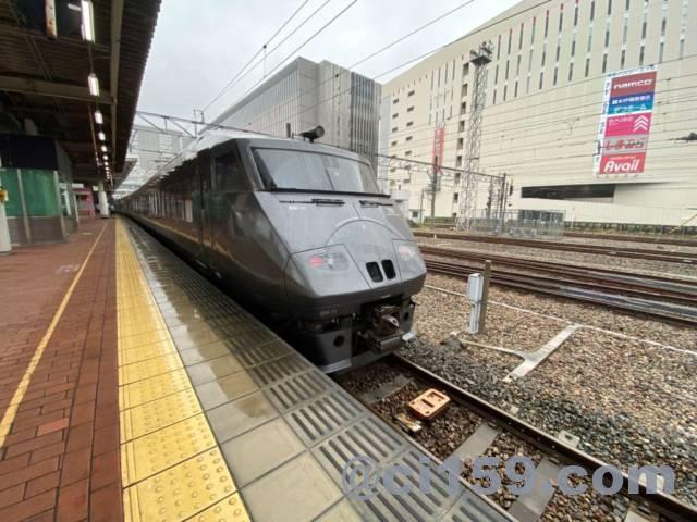 博多駅に停車中の787系特急みどり号